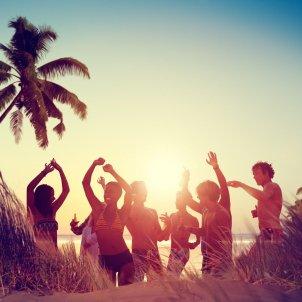 Festa a la platja Pixabay   quanghieu st1