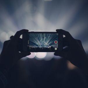 iphone concert pixabay