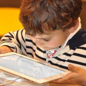 child tablet   pixabay