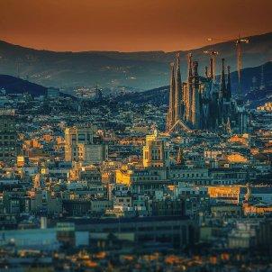 barcelona vista skyline sagrada familia - walkerssk pixabay