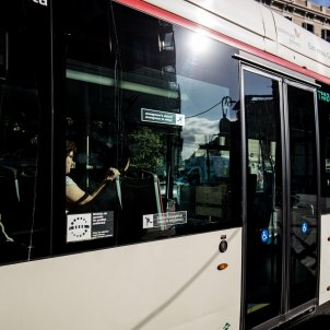 bus autocar transport públic tmb barcelona - Carles Palacio