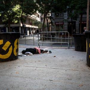 el raval persona dormint al carrer - Carles Palacio