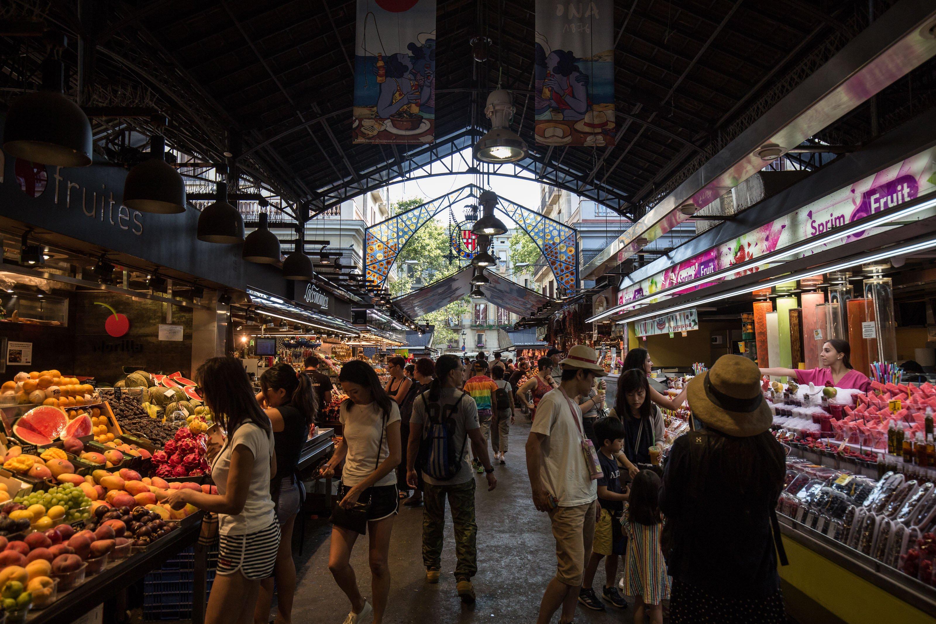 comerç compra mercat boqueria barcelona turistes - Carles Palacio