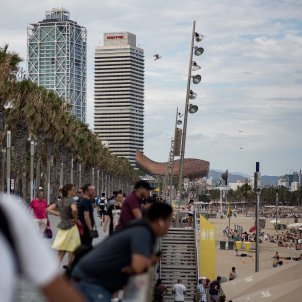 platja barceloneta turisme turistes mar mediterrani costa barcelona - Carles Palacio