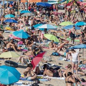 platja turisme estiu turistes sol mar costa brava - Carles Palacio