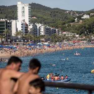 lloret de mar massificacio platja turisme estiu turistes sol mar costa brava - Carles Palacio
