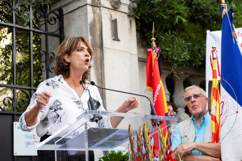 Resultado de imagen de Abucheos a la ministra Delgado en un acto republicano en París