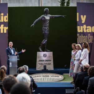 Estatua Johan Cruyff OK Sira Esclasans