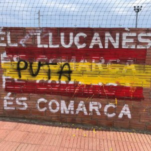 Pintada bandera espanyola Prats de Lluçanés @JuntsperPrats