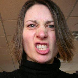 Dona enfadada (Lara604)