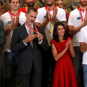 Felip Letícia Mundial bàsquet medalla or EFE