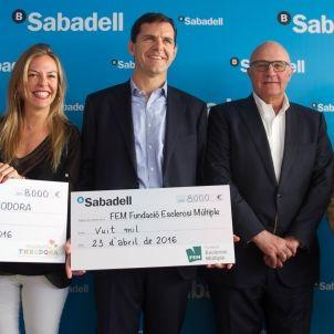 Vuitena jornada del 64è Barcelona Open Banc Sabadell. Efrén Carbonell, director d'Aspasim, i Cinthya Gerlinder, delegada a Catalunya de la fundació suïssa Theodora.