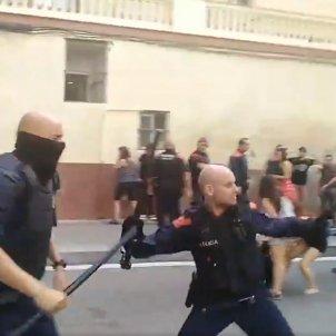 Càrrega policial Sants