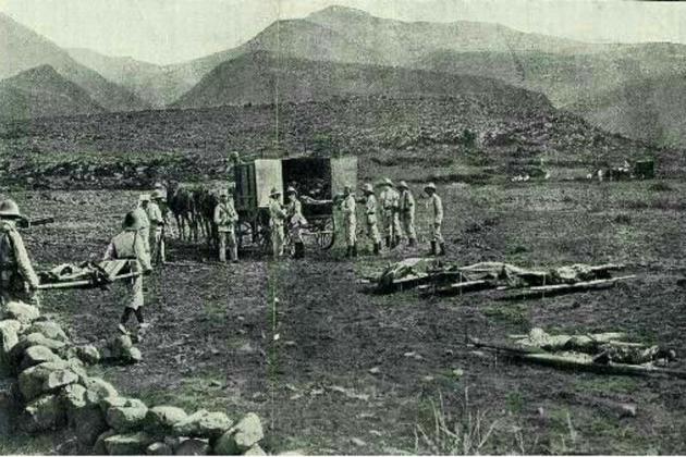 Recogida de cadáveres en el Barranco del Lobo. Font Omniamutantur. Ministerio de Defensa