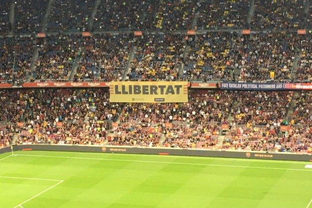 Pancarta libertad Camp Nou Bernat Aguilar