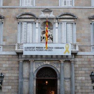 Façana Generalitat Pancarta Llibertat Presos i exiliats llaç groc - Sergi Alcàzar