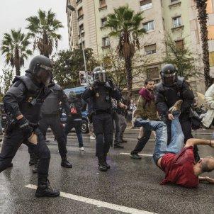 Policia Nacional CNP Referendum 1-O agressions - Sergi Alcàzar