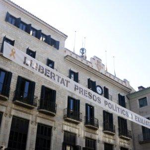 Pancarta presos plaça del vi Girona - ACN