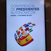 Conferència presidents autonòmics banderes Estefi Molina