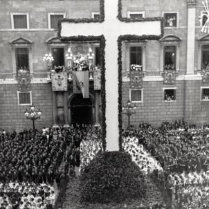 Festa de la Confirmació. 16 07 1939. Barcelona. Acte organitzat per Falange i la Direcció Diocesana d'Instrucció Religiosa. Font Ajuntament de Barcelona. Foto Pérez de Rozas