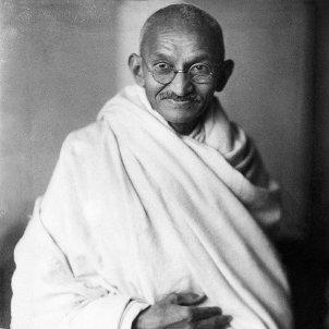 Mahatma Gandhi, studio, 1931 Elliott & Fry