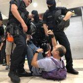 desallotjament picnic republica mossos sants - maria macia
