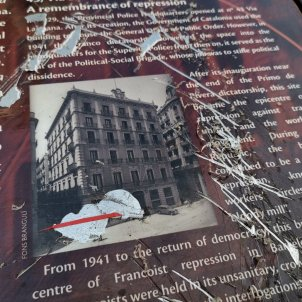 Faristol jefatura policia espanyola Via Laietana destruït @jrabassa