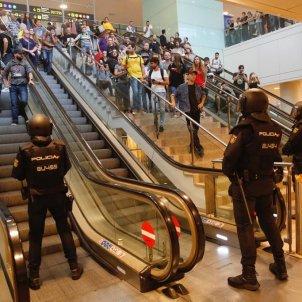 ELNACIONAL policia espanyola aeroport bloqueig escales sentencia proces - Sergi alcazar