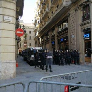 Manifestació estudiants antiavalots policia nacional   Anna Solé