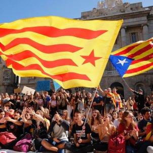 EN asseguda estudiants plaça Sant Jaume - Sergi Alcàzar