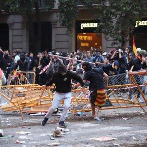 barricades aldarulls urquinaona vaga general - Pau Venteo