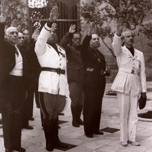 El regim franquista il·legalitza totes les associacions de Barcelona. El comte de Montseny, Gonzalez Oliveros i Serrano Súñer. Font Arxiu Fotografic de Barcelona