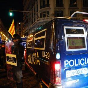 Furgonta policia espanyola manifestació 26 O Via Laietana   Sergi Alcàzar