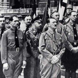 Simons, a l'esquerra de la imatge al darrere de Hess i de Hitler. Font Blog Enlace Judío