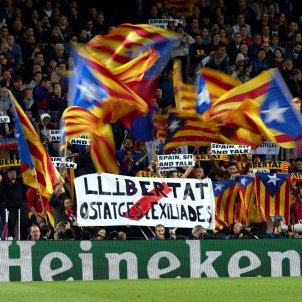 camp nou barcelona llibertat presos politics pancarta estelades barca EFE