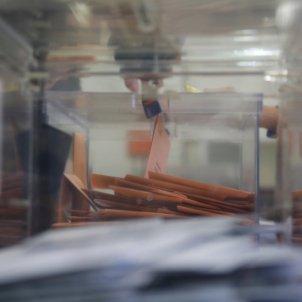 eleccions generals 10-n votacio urna premia de mar - Sergi Alcazar