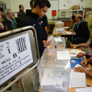 eleccions generals 10-n votacio urna premia de mar - Sergi Alcàzar