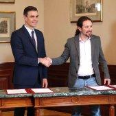 Signatura preacord Pedro Sánchez Pablo Iglesias EFE