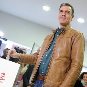 EuropaPress 2507826 El presidente del Gobierno en funciones Pedro Sánchez vota en la consulta a la militancia del PSOE sobre el acuerdo de Gobierno de coalición con Podemos en Madrid (España)