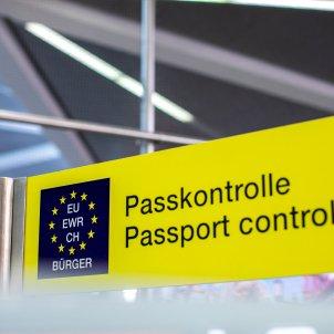 passaport control unsplash