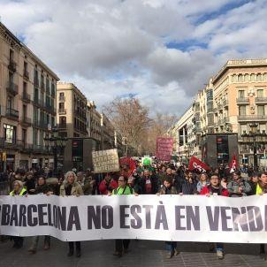 Mani contra turisme Ferran Vila