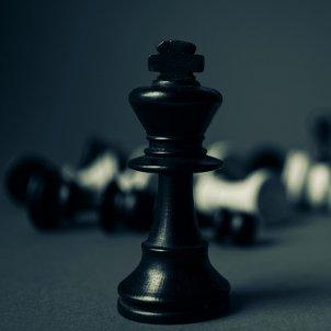 Corona Rei Monarquia Escacs (Pexels)