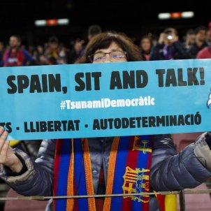 aficionada barça pancarta Tsunami Clàssic Camp Nou - Mireia Comas