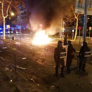 barricades foc aldarulls clàssic - Anna Solé