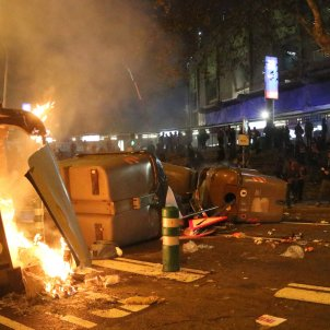 contenidors cremant barricada tsunami camp nou classic - acn