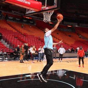 piqué jugant a basquet miami@nbaspain