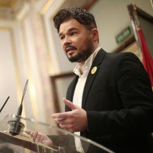EuropaPress 2572850 El portavoz adjunto de Esquerra Republicana (ERC) Gabriel Rufián ofrece una rueda de prensa en el Congreso de los Diputados durante el descanso de la primera sesión del debate de investi