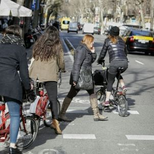 Imprudències: vianants i ciclistes / Sergi Alcàzar