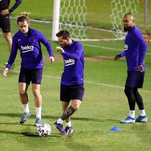 Messi Griezmann Vidal entrenament Barca Arabia Supercopa EFE