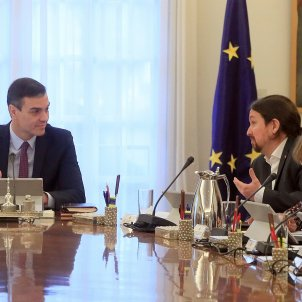 Pedro Sánchez Pablo Iglesias primera reunió consell de ministres EFE